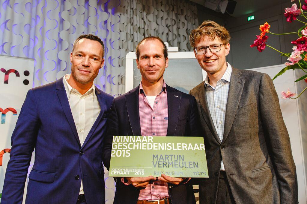Uitreiking 'Leraar Geschiedenis 2015' door juryvoorzitter Hans Goedkoop en staatssectetaris Sander Dekker